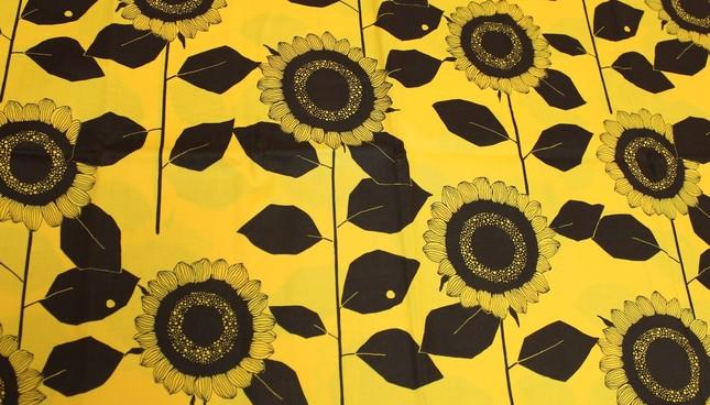 ひまわりやがデザイン供与して発売された布地(資料提供:ひまわりや、J-CASTニュース撮影)