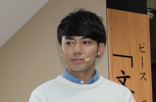 お笑いコンビ「ピース」の綾部祐二さん(2014年11月5日撮影)