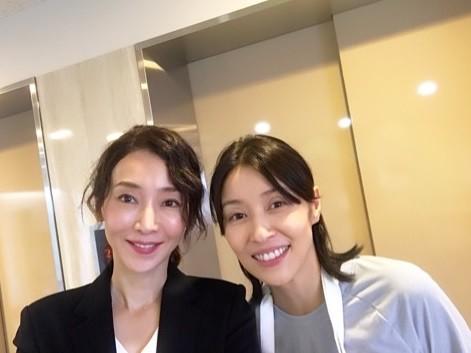 稲森いずみさんと水野美紀さん(画像は公式ブログのスクリーンショット)