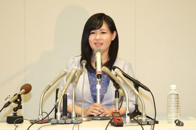 衆院選不出馬を表明する上西小百合前衆院議員(2017年9月撮影)。「政治タレント」が「日本中の誰よりも私にピッタリの肩書き」だとツイート