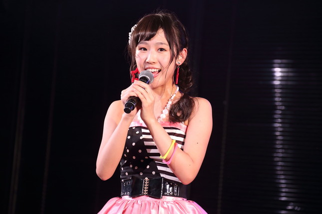 AKB48時代の内山奈月さん(2015年12月撮影)。「憲法アイドル」から「政治タレント」への転身を果たした