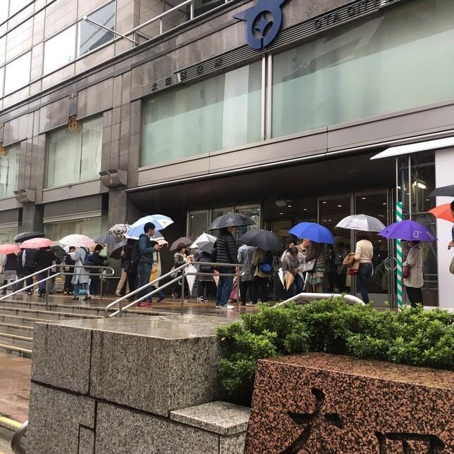 大田区役所では行列が施設の外にまで及んだ。画像はさぉ姉(@saorilove0721)さん提供
