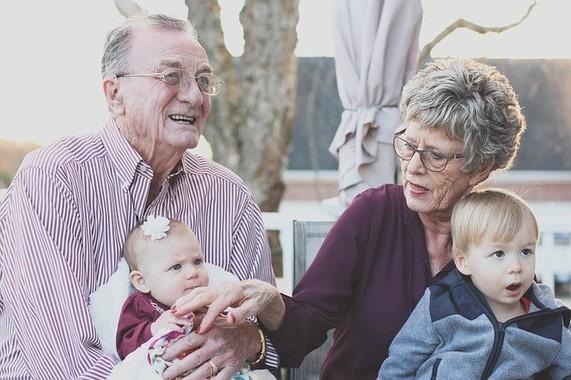 おじいちゃんとおばあちゃんも孫の健康に気をつかって