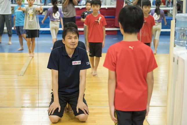 子どもたちを指導する飯田さん(写真は飯田さんより提供)