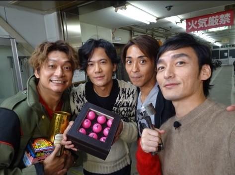 番組中で元SMAPの森且行さんにも会った稲垣吾郎さん(左から2番目)(写真は稲垣さんの公式ブログより)
