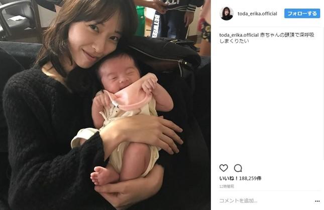 戸田恵梨香さんと赤ちゃんのツーショット(画像は戸田恵梨香さんのインスタグラムより)