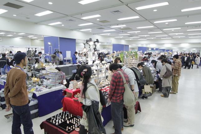 例年、大勢の客でにぎわう「東京ミネラルショー」(写真は過去の開催時の様子)