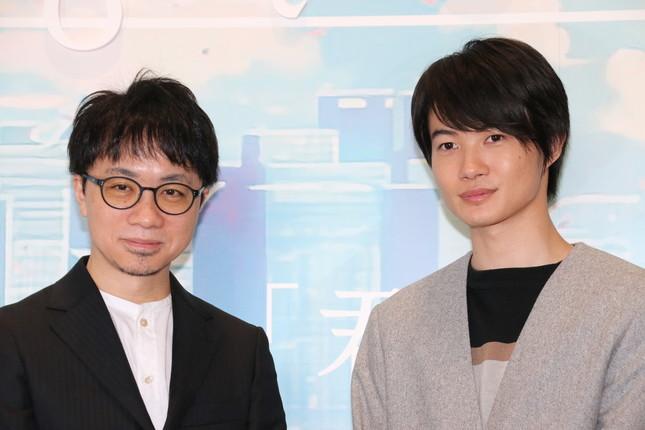 新海誠監督(左)と神木隆之介さん(右)