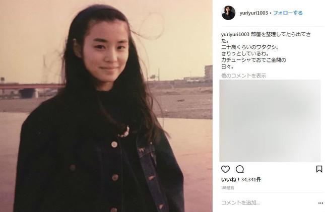 石田さんが公開した20歳頃の写真(画像は公式インスタグラムのスクリーンショット)
