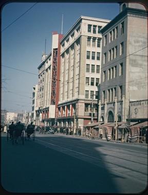 松屋銀座前。当時はPX(軍の売店)として接収されていた