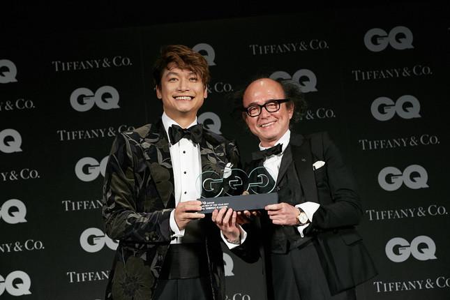 香取慎吾さんと「GQ Japan」の鈴木正文編集長