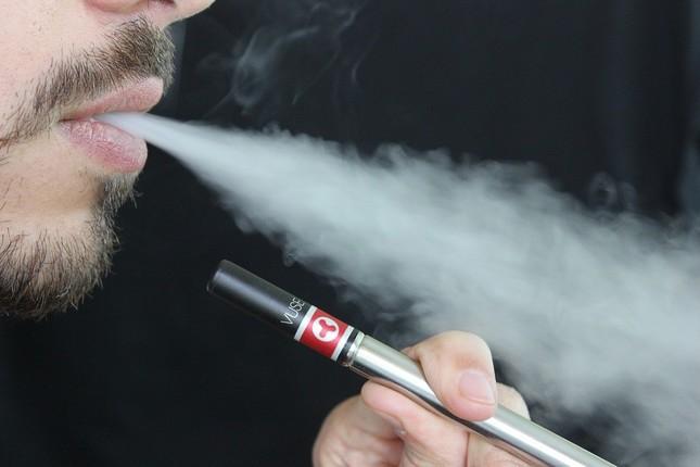 電子タバコが紙巻きタバコの「入り口」に