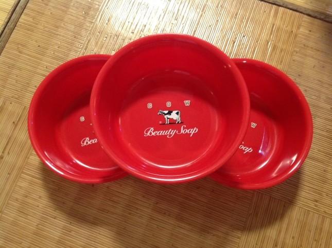 牛乳石鹸共進社から「京都 玉の湯」に贈られた湯桶(写真提供:京都 玉の湯)