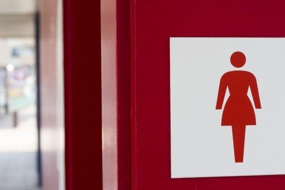 トイレの順番を譲れますか?(写真はイメージ)
