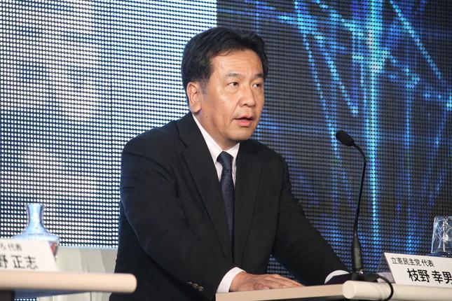 枝野氏は、かつての私案は「集団的自衛権の行使を容認していません」と説明している(2017年10月撮影)