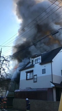 さいたま市大宮区で12月3日に起きた火災(妹尾ユウカさん提供の動画から編集部でキャプチャー)