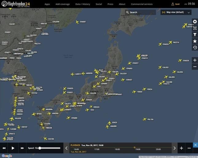 ミサイルが日本海に着水する直前の11月29日4時頃の様子(写真は航空機の位置を表示するウェブサイト「フライトレーダー24」)から。大韓航空や日本航空機が日本海を飛んでいた