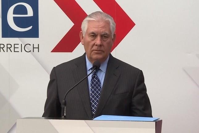 ティラーソン国務長官は記者会見で大使館移転を「急いでやるわけではない」と述べた(写真は米国務省の動画から)