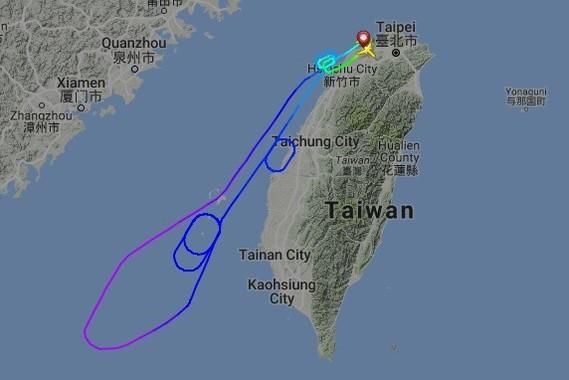 トラブルがあったCI835は離陸から1時間後に引き返しを決めた(写真は航空機の位置を表示するウェブサイト「フライトレーダー24」から)