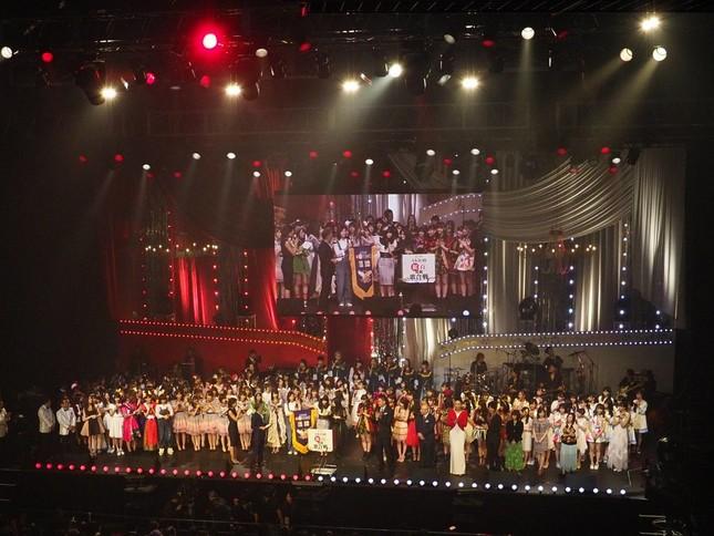 新たな海外展開はAKBグループ恒例のイベント「第7回AKB48紅白対抗歌合戦」で発表された(c)AKS