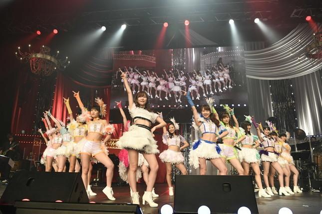 イベントで指原莉乃さんは「モーニング娘。'17」と共演した(c)AKS