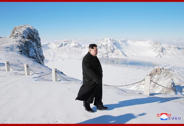 朝鮮中央通信が配信した写真には、カメラマンらしき影が写っているカットもある