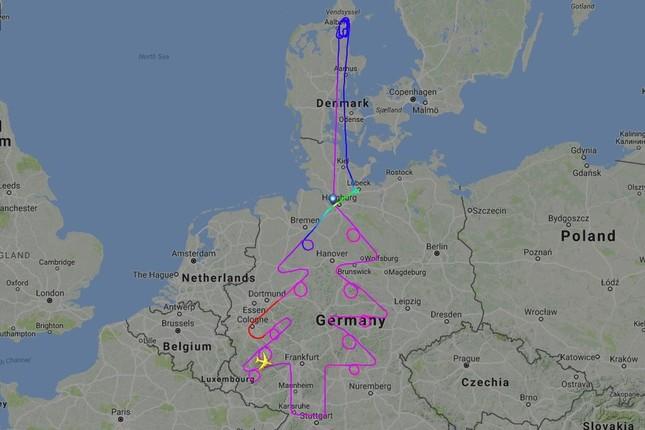 エアバスA380型機はドイツ上空でクリスマスツリーを描いた(写真はフライトレーダー24から)