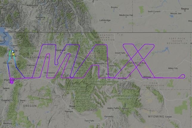 ボーイングは737型機の新型「MAX」の試験飛行では「MAX」を描いた(写真はフライトレーダー24から)