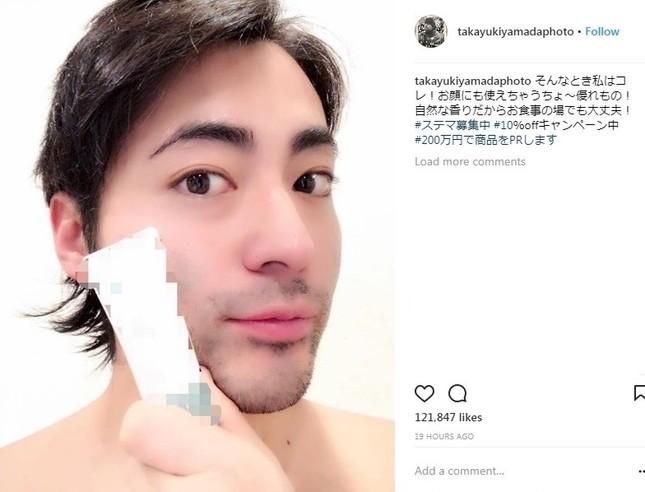 山田さんが投稿した「美容商品PR風写真」