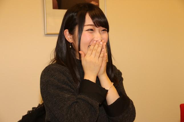 インタビュー中の夏目さん。終始笑顔で、丁重にインタビューに応じてくれた(2017年12月18日撮影)