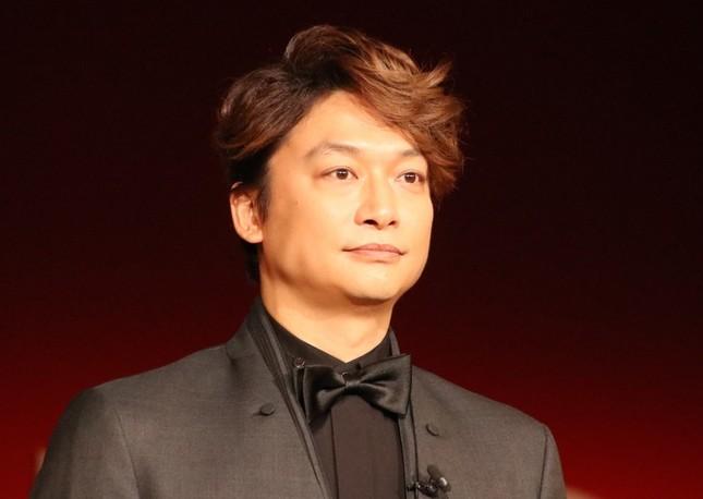 香取慎吾さん「出勤の人の流れ見て 色がないなぁ.と」(2017年12月撮影)