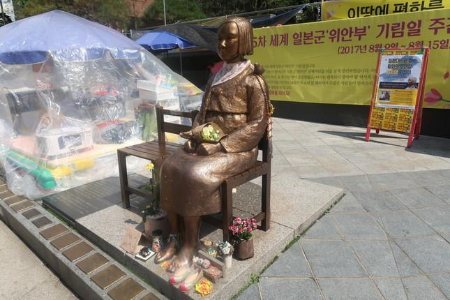 日韓合意では日本大使館前の慰安婦像の扱いも大きな焦点だ