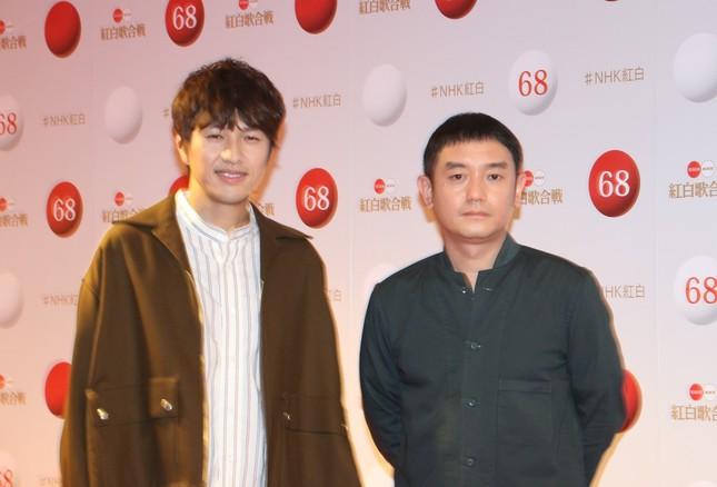 12月29日の紅白歌合戦リハーサルに登場した「ゆず」(左が北川悠仁さん、右が岩沢厚治さん)