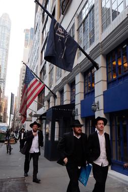 米ニューヨークのマンハッタンでも、正統派ユダヤ教徒をよく見かける