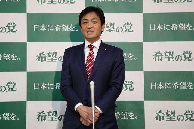 記者会見する希望の党の玉木雄一郎代表