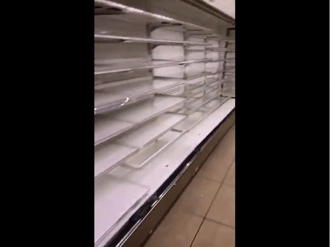 ローソン各務原鵜沼東町店、おにぎり・弁当類の冷蔵庫(画像は撮影者提供の動画からキャプチャー)