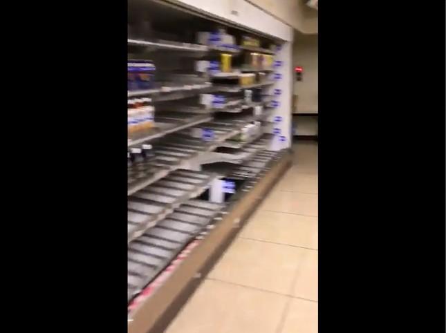 ローソン各務原鵜沼東町店、ドリンク類の冷蔵庫(画像は撮影者提供の動画からキャプチャー)