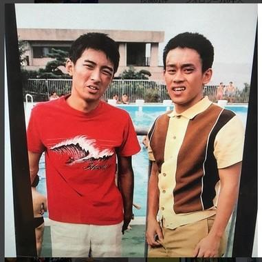 19歳のときだという写真。左は、矢部浩之さん
