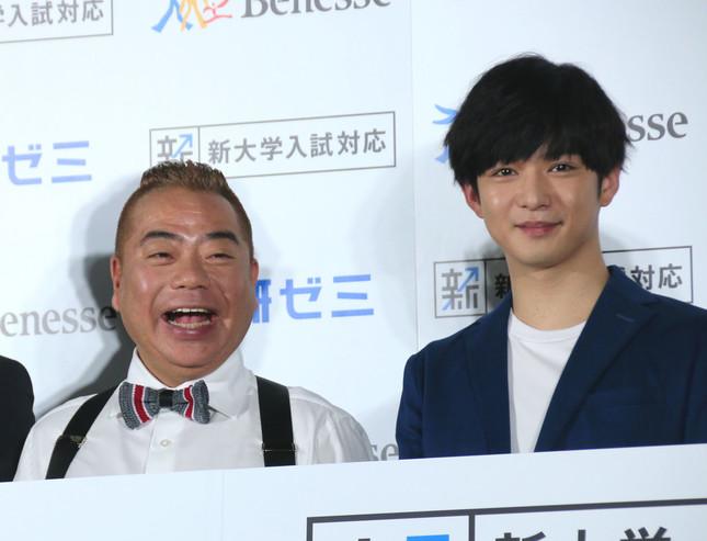 出川哲朗さんと千葉雄大さん(写真は2018年2月5日撮影)
