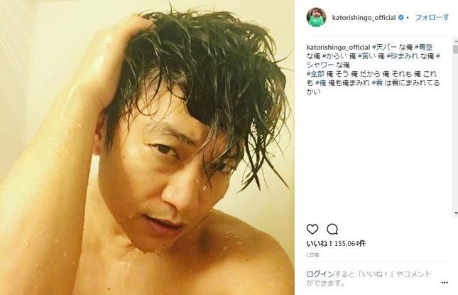 ファン悶絶のシャワー写真(画像は公式インスタグラムより)