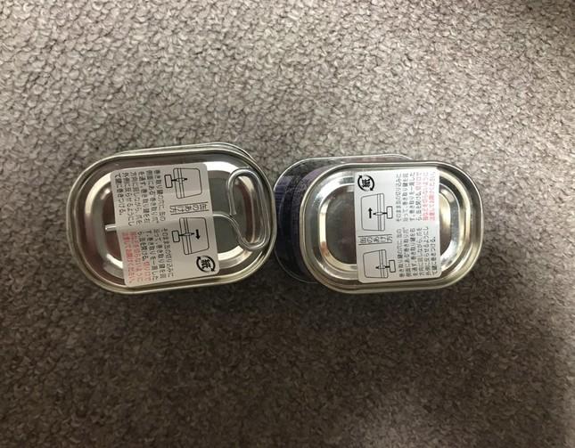 右のコンビーフ缶には、開封用の「巻き取り鍵」がない。画像は東雲さん提供