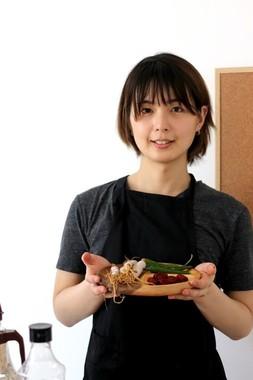韓国料理研究家として活躍中だ(同)