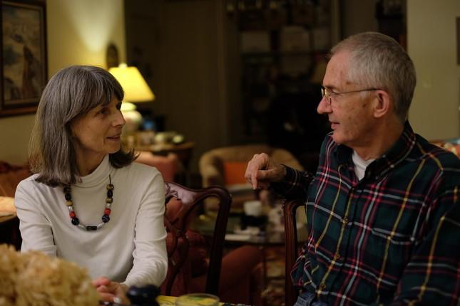 ニューヨークの自宅でトランプ大統領について語るロブ。左は妻のベッツィ