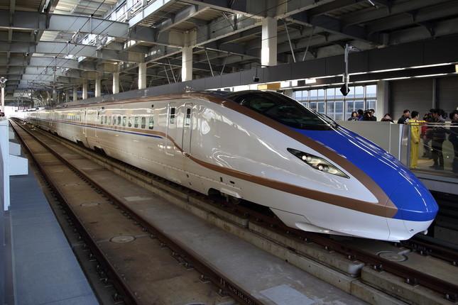 北陸新幹線は東京~金沢で営業中。2022年度に敦賀(福井県)まで延伸される予定だ