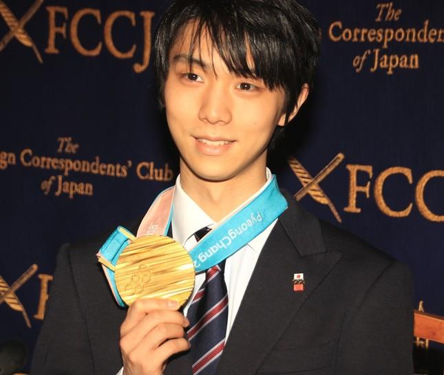 金メダルを獲得したフィギュアスケートの羽生結弦選手(2018年2月27日撮影)