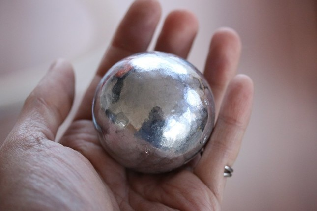 アルミホイルの「球」(写真提供:アトリエpuchuco(@puchuco709)さん)