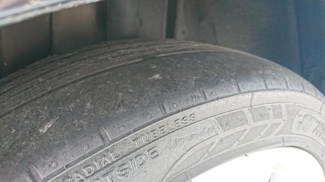 問題の中古タイヤ。写真はやっち(@cerica0118)さん提供
