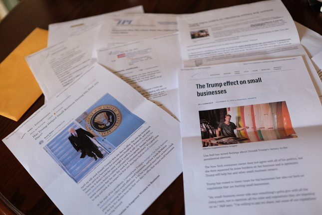 クリスから手渡された封筒に入っていたトランプ支持の資料
