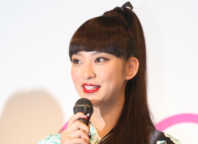 武井咲さんが第1子を出産(2011年5月撮影)