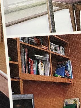東京大学の赤本が一橋大生の本棚に(提供写真)